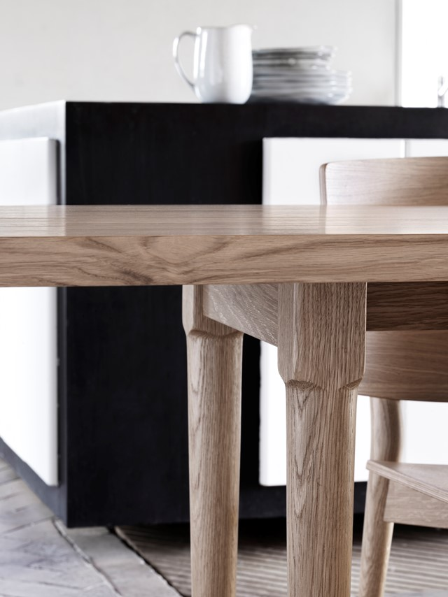 Oak_table_detail
